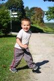 pojke little som kör Fotografering för Bildbyråer