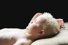 pojke little som sovar Royaltyfria Bilder
