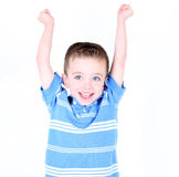 pojke med armar upp i luften glädjande Fotografering för Bildbyråer