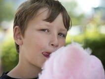 Pojke med candyfloss Royaltyfri Fotografi