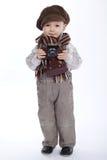 Pojke med den åldriga retro kameran Arkivbilder