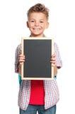 Pojke med den lilla svart tavla Arkivbild