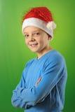 Pojke med den Santa Claus hatten Arkivfoto