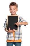 Pojke med den små blackboarden Arkivfoto
