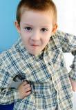 Pojke med en blick av överraskningen royaltyfria foton