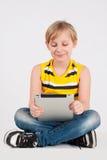 Pojke med en digitizer Royaltyfria Bilder