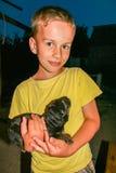 Pojke med en förfölja Royaltyfria Bilder