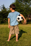 Pojke med en fotboll Royaltyfria Foton
