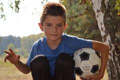 Pojke med en fotbollboll Royaltyfria Foton