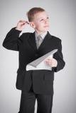 Pojke med en fundersam blick Arkivbild