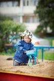 Pojke med en grävskopa Royaltyfri Fotografi