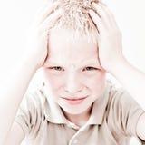 Pojke med en huvudvärk Arkivfoto