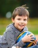 Pojke med en klumpa ihop sig Royaltyfri Fotografi
