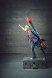 Pojke med en raket Royaltyfri Foto