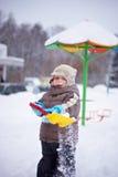 Pojke med en skyffel Royaltyfri Foto