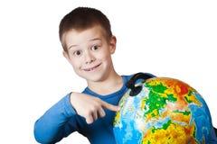 Pojke med ett jordklot Royaltyfria Bilder