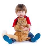 Pojke med hans katt Fotografering för Bildbyråer