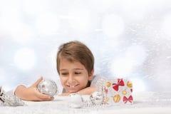 pojke med julgarnering Royaltyfri Bild