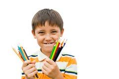 Pojke med kulöra blyertspennor Fotografering för Bildbyråer