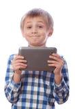 Pojke med minnestavlan på en vit Royaltyfri Foto