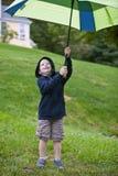 Pojke med paraplyet Royaltyfri Bild