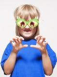 Pojke med roliga exponeringsglas Royaltyfri Bild