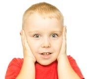 Pojke med roligt häpet uttryck Arkivbilder