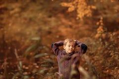Pojke med stängda ögon Arkivbilder
