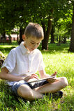 Pojke med tabletPC Royaltyfri Bild