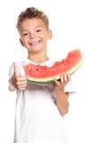 Pojke med vattenmelon arkivfoto