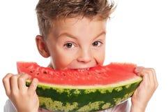 Pojke med vattenmelon arkivbilder