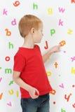 Pojke och alfabet Royaltyfria Foton