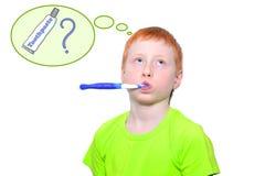 Pojke och en tandborste Royaltyfri Bild