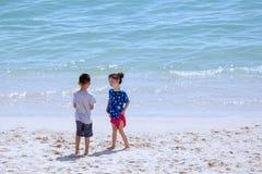Pojke och flicka Arkivfoto