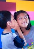 Pojke och hans syster Fotografering för Bildbyråer