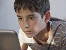 Pojke och hemdator Royaltyfri Fotografi