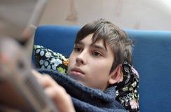 Pojke och hemdatorn Arkivbilder