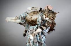 Pojke och katt royaltyfri foto