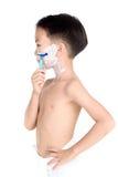 Pojke och rakapparat Arkivfoto
