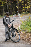 Pojke på cykeln Arkivfoto