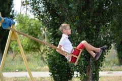 Pojke på en Swing Royaltyfri Bild