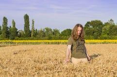 Pojke på kornfältet Fotografering för Bildbyråer