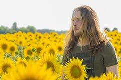 Pojke på solrosfältet Royaltyfria Foton