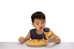 Pojke-pizza arkivbilder