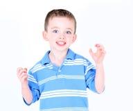 pojke som är enfaldig i studio Royaltyfria Bilder