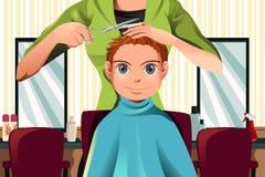 pojke som får frisyr Royaltyfri Bild
