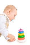 pojke som framkallar den modiga spelrumlitet barn Royaltyfri Bild