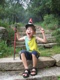Pojke som gör en lycklig framsida Arkivfoton