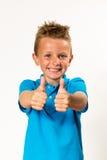 Pojke som gör upp tummar Royaltyfri Bild