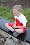 pojke som gråter fyra moonstjärnor Arkivfoto